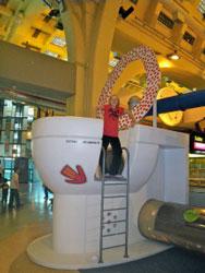 Museo-de-los-Ninos-Giant-Toilet