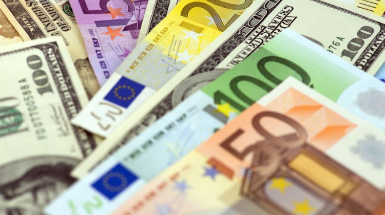 Pack These Useful Money Tips When You Study Abroad