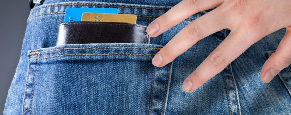 3 reasons to keep credit card in your wallet