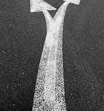 GettyImages_diverging arrows on road