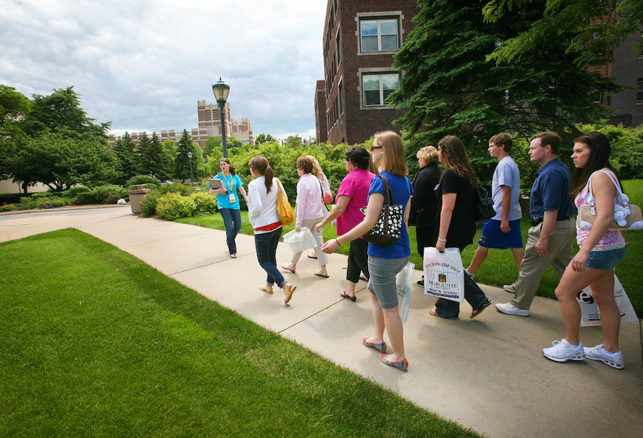 college campus visits Ready to plan a visit to albion college we're ready to help simply call 800/858-6770 or e-mail admission@albionedu we look forward to welcoming you to campus.