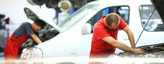 Car Repairs: Independent Mechanics vs. the Dealership